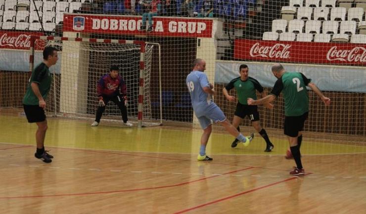 FC Constanța Marina (echipament verde-negru) a obținut cea mai categorică victorie din sferturile turneului principal