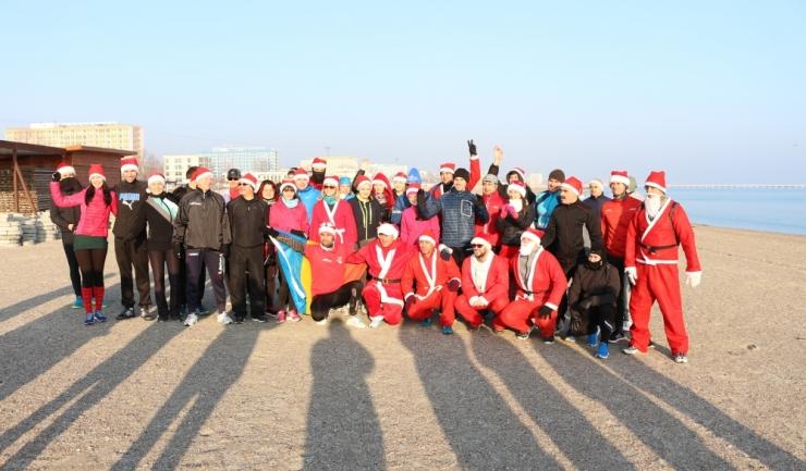 După o alergare revigorantă, participanții au făcut poza de final chiar pe plaja din stațiunea Mamaia