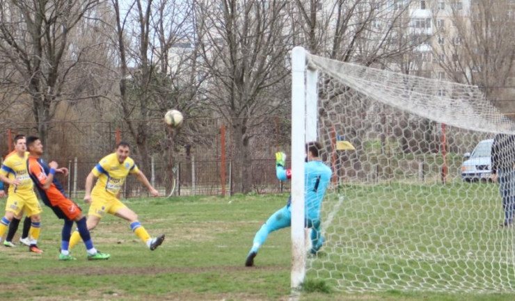 Dorel Zaharia înscrie cu capul primul gol al partidei SSC Farul - Portul 3-0