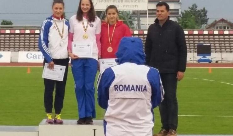 Andreea Grecu pe podium la 100 metri plat, probă pe care a câștigat-o