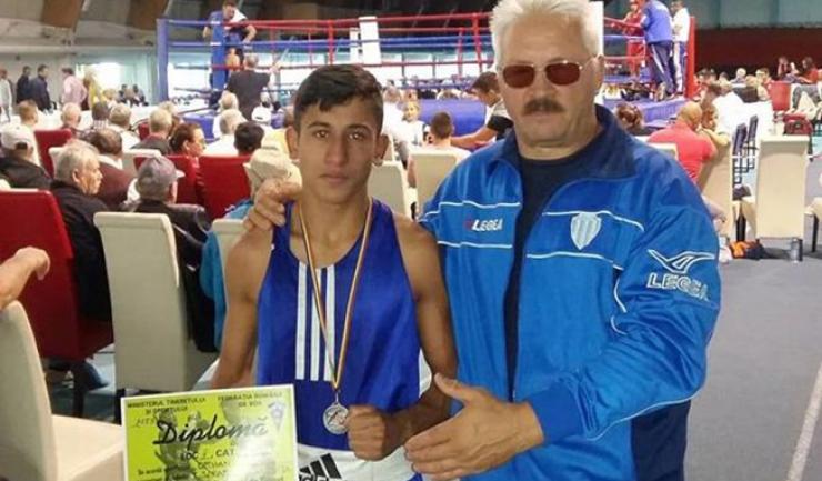 Orhan Marcu (CS Farul Constanța), alături de antrenorul Mihai Constantin
