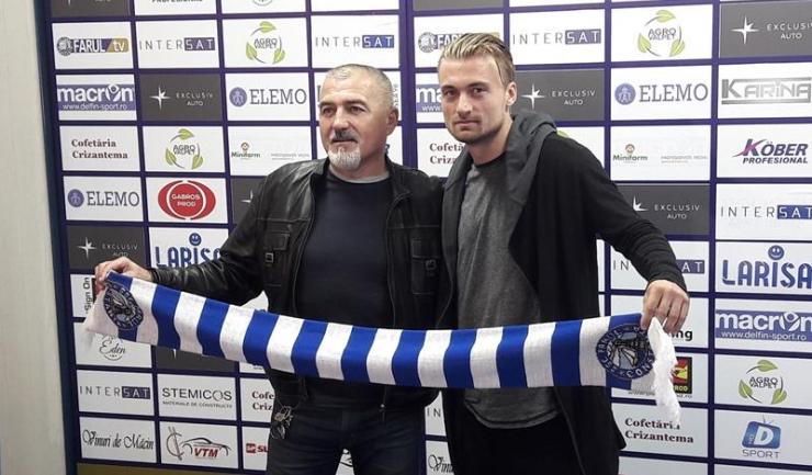 Adrian Pătulea (dreapta), ultima achiziție făcută de SSC Farul Constanța, a fost prezentat de antrenorul principal Petre Grigoraș