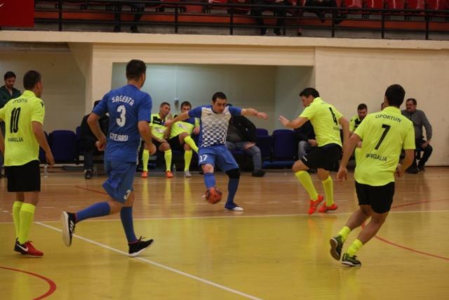 Oportun Mangalia a trecut la scor de Săgeata Stejaru (în albastru), finalista de anul trecut