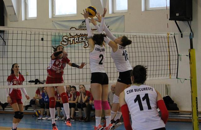 ACS Top Volei 05 Constanța (echipament roșu) a terminat sezonul regulat pe ultimul loc al clasamentului