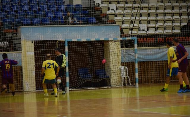 Cătălin Ailiesei (primul din stânga, nr. 19) a deschis scorul pentru formaţia AS FCS Old-Boys 2017 Năvodari în meciul cu Tomis-Millenium