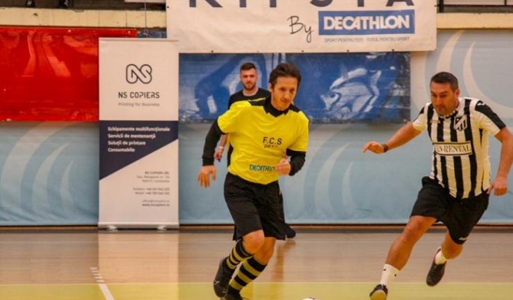 Lucian Mălăele (echipament galben-negru) a marcat golul calificării în finală pentru AS FCS Old-Boys 2017 Năvodari
