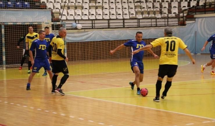 AS FCS Old-Boys 2017 Năvodari (echipament galben-negru) nu a avut meci uşor cu AS Tatar Constanța