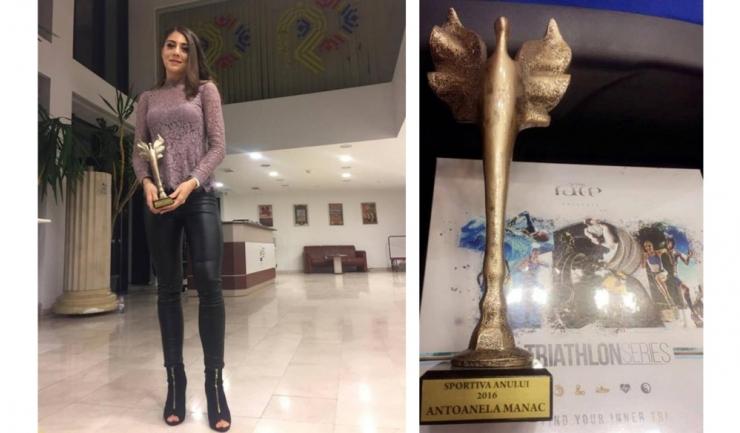 Antoanela Manac a primit trofeul în cadrul Galei Triatlonului Românesc, desfășurată la sediul COSR