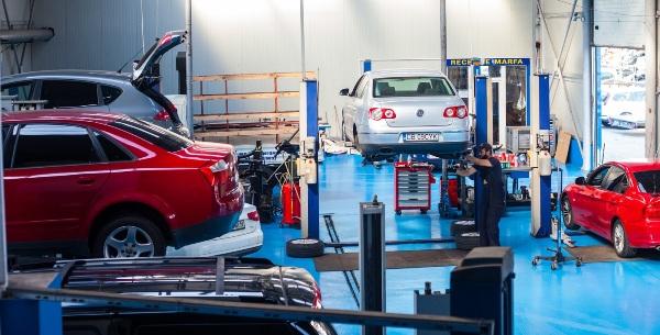 Transportatorii avertizează că practicile incorecte ale service-urilor auto pot duce la scumpirea RCA