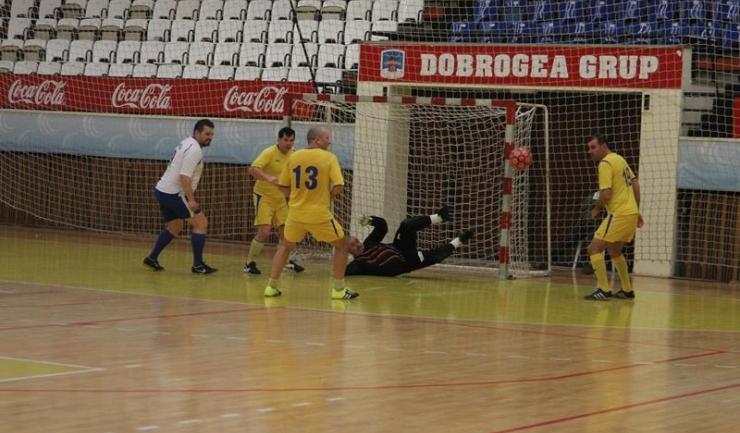 """Municipal Constanța (în galben) are ca obiectiv câștigarea turneului """"ultra"""" old-boys"""