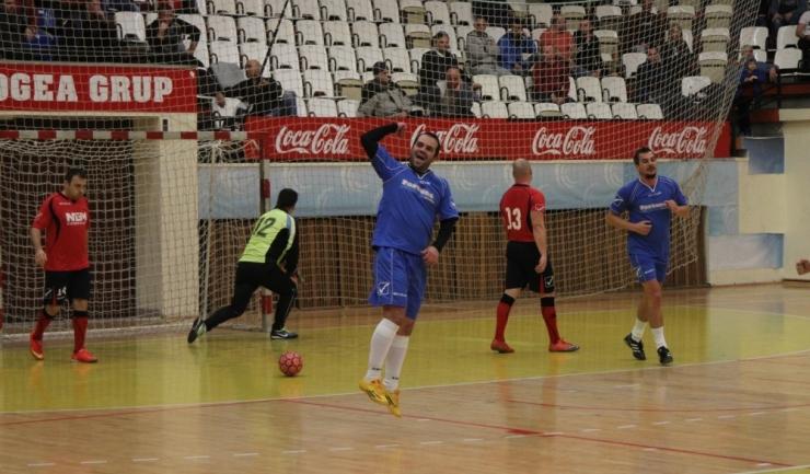Formaţia Vulturii Cazino (în albastru) s-a clasat pe locul al doilea în Grupa C