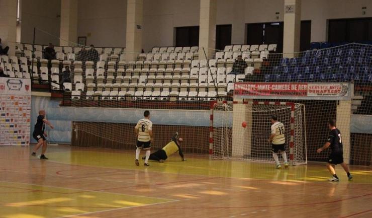 Olimpia Apă Canal Constanţa (în negru) a punctat decisiv după pauză în disputa cu Victoria Cumpăna