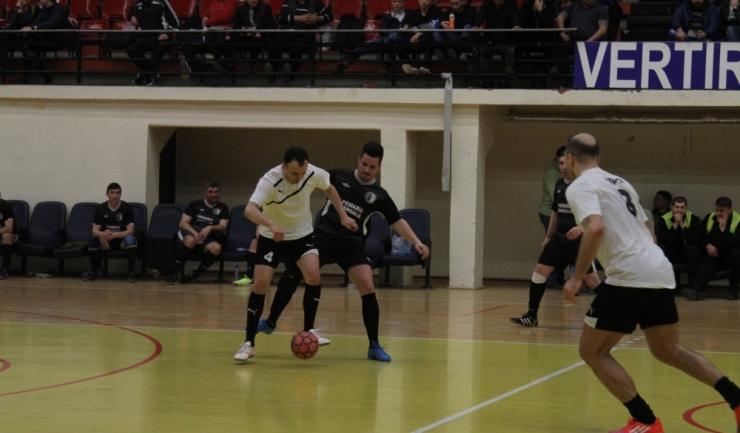 Cariocas Constanţa (în alb-negru) va evolua în sferturile de finală ale turneului principal
