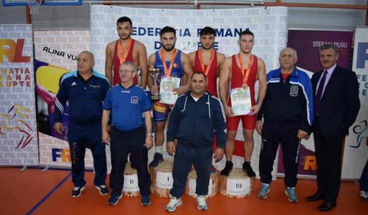 Constanța a avut doi luptători pe podium la categoria 74 kg, pe Florin Ghiorghe (LPS, locul 2) și pe Nicolae Boantă (Farul, locul 3)