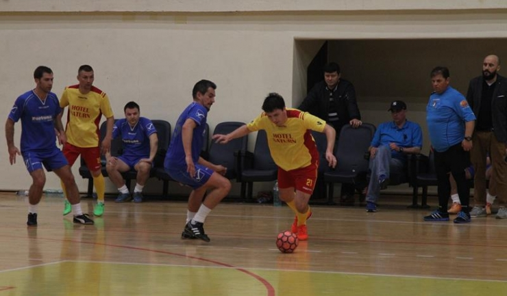 Oportun Mangalia (în galben-roșu) a marcat golul calificării în finalul duelului cu Vulturii Cazino