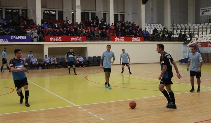 FC Constanţa (în bleu) a trecut fără probleme de FC Amicii, în grupa D