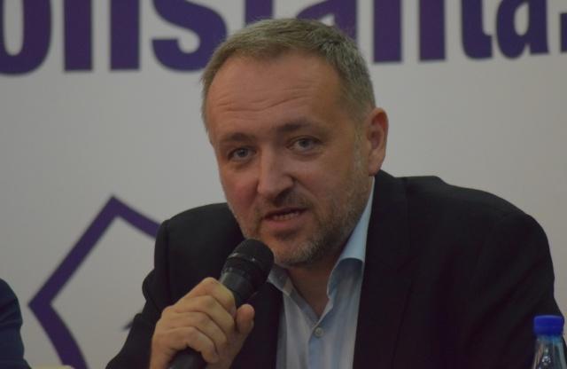 Lorand Balint (Managing Director at Publicis Sport & Entertainment) a spus că se dorește atragerea fanilor lângă echipă în număr cât mai mare