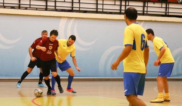 CFR-Municipal Constanţa (echipament galben-albastru) a remizat cu AS FCS Old-Boys 2017 Năvodari şi s-a clasat pe primul loc în Grupa A