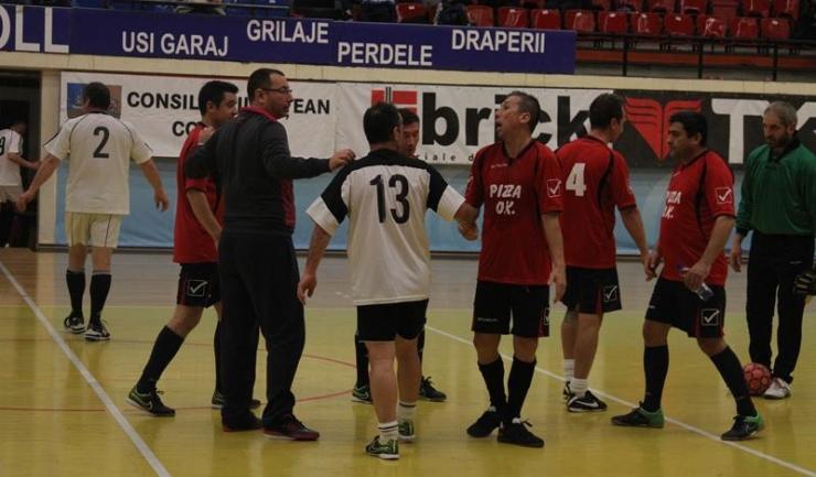 Sparta Techirghiol (în roșu) speră să producă surpriza în a doua semifinală