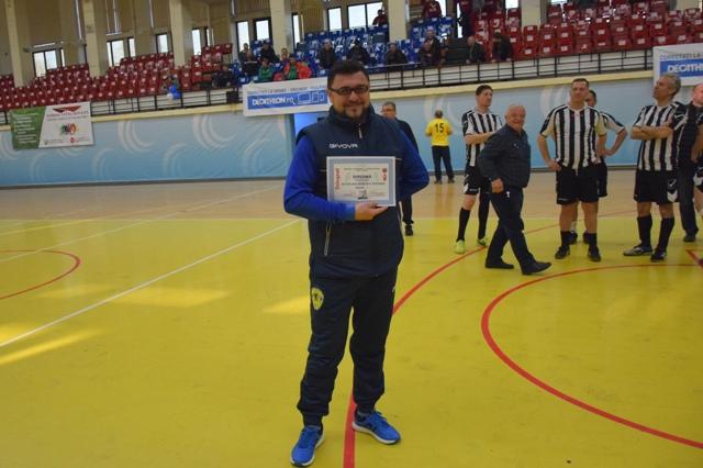 Cătălin Toader, conducătorul echipei AS FCS Old-Boys 2017 Năvodari, ocupanta locului 4, a primit o diplomă specială din partea organizatorilor