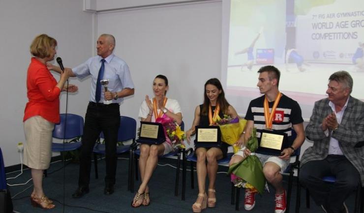 Directorul general al CS Farul, Ilie Floroiu, a primit o cupă din partea Facultății de Educație Fizică și Sport