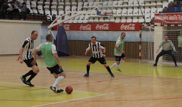Athletic Constanța (în alb-negru) şi-a trecut în cont primele puncte în grupa B