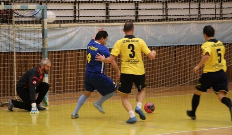 AS FCS Old-Boys 2017 Năvodari (echipament galben-negru) poate face pasul spre semifinale