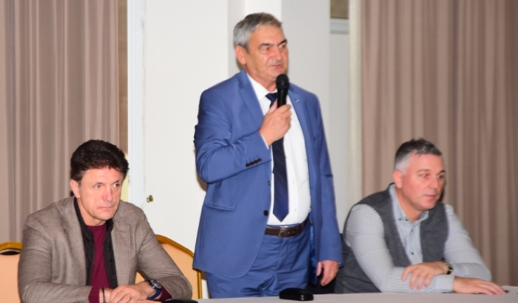 Gheorghe Popescu (preşedinte FC Viitorul), Pavel Peniu (preşedinte Academia Hagi) Neculai Tănasă (vicepreşedinte Academia Hagi)