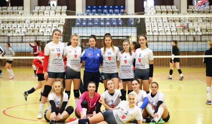 Fetele de la Academia de Volei Tomis Constanța s-au impus după cinci seturi (sursa foto: Facebook Academia de Volei Tomis Constanta)
