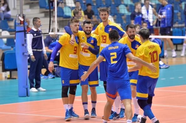 Adrian Aciobăniţei (nr. 9, primul din stânga) a fost omul meciului în partida care a consfinţit calificarea României