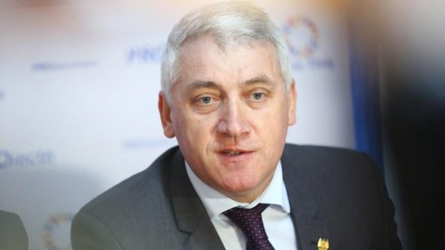 """Senatorul Adrian Ţuţuianu: """"nu putem susţine un guvern al PNL"""""""