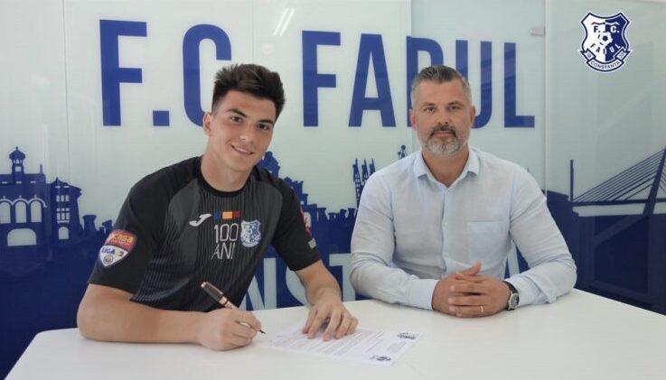 Sebastian Agachi şi Tiberiu Curt, manager FC Farul (sursa foto: www.fcfarulconstanta.ro)