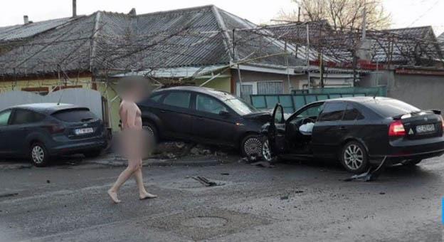 După producerea accidentului, șoferul a ieșit din mașină complet dezbrăcat