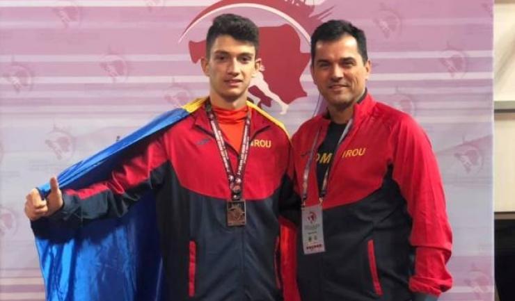 Petre Marian, vicecampion balcanic la triplusalt, şi antrenorul Alin Larion (sursa foto: Facebook Alin Larion)