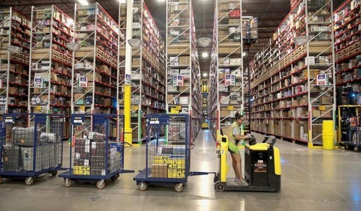 O acțiune Amazon se cumpără cu peste 2.050 dolari pe Wall Street