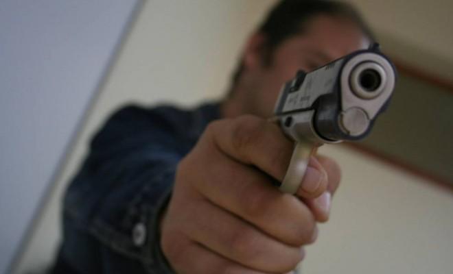 Jaf armat la o bancă. Casiera, amenințată cu pistolul