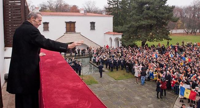 Majestatea sa, Regele Mihai I a avut un deceniu de domnie și jumătate de secol de exil, iar în 1997 și-a recăpătat cetățenia (sursa casa-regala.blogspot.ro)