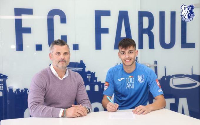 Tiberiu Curt, manager FC Farul, şi Laurențiu Ardelean (sursa foto: www.fcfarulconstanța.ro)