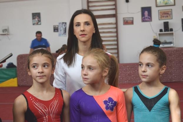 """Andreea Răducan: """"Rămân aproape de acest sport, iubesc gimnastica, iubesc copiii care practică acest sport"""""""