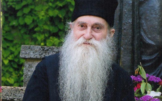 """Părintele Arhimandrit Arsenie Papacioc: """"Hristos pe Cruce nu S-a dezminţit de învăţătura Lui"""""""