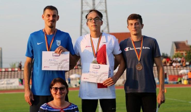Podiumul probei de triplusalt: Marian Oprea, Răzvan Grecu şi Florin Vişan (sursa foto: Facebook Federaţia Română de Atletism)