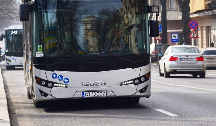 Omul înaintea mașinii. Alege autobuzul!