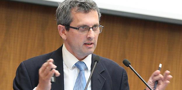 """Economistul-șef al BNR, Valentin Lazea: """"Nici sistemul bancar cel mai profitabil, cel din Cehia, nu ar face față taxei pe lăcomie"""""""
