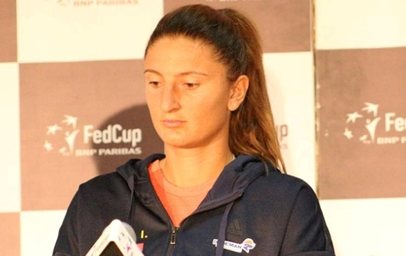 Irina Begu porneşte cu şansa a doua în duelul cu Simona Halep