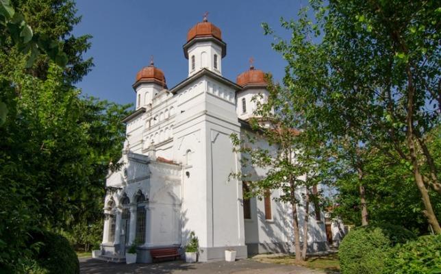 "Biserica ""Sfinții Apostoli Petru și Pavel"" din Medgidia"