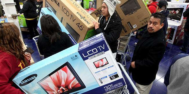 Peste 50.000 de televizoare vor putea fi cumpărate, la reducere, de Black Friday, la eMAG