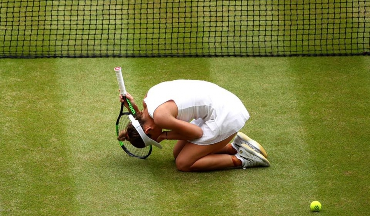 Simona Halep a recunoscut că picioarele i s-au înmuiat după ce a câştigat ultimul punct (sursa foto: Facebook Simona Halep)