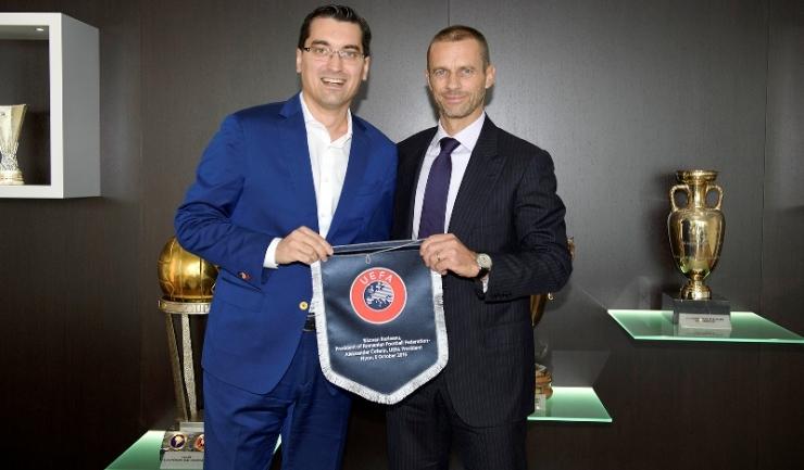 Răzvan Burleanu (preşedintele FRF) şi Aleksander Ceferin (preşedintele UEFA) - Sursa foto: www.frf.ro