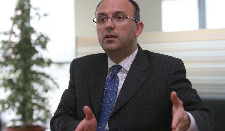 """Șeful UniCredit Bank, Răsvan Radu: """"Dacă apare legea dării în plată, creditarea se transformă în leasing"""""""