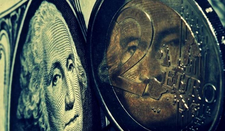Cursul leu/euro rămâne stabil, în jurul pragului de 4,5 unități, iar economiștii se așteaptă la o apreciere ușoară, până în martie
